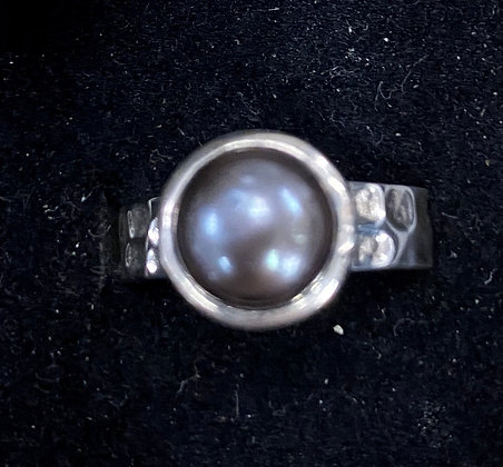 Mabé Pearl Hammered Band Ring