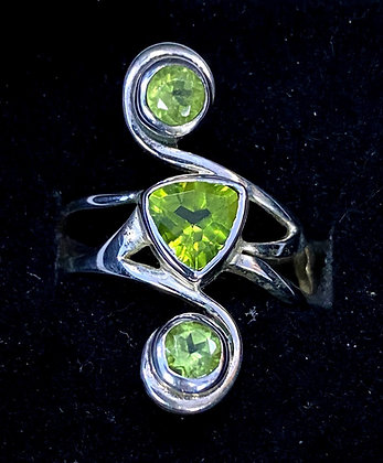 Peridot Geometric Scroll Ring
