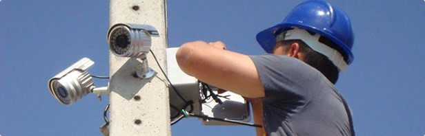Manutenção nas câmeras de segurança