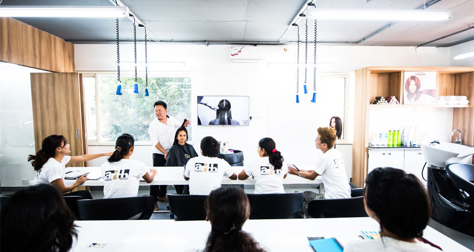 Hair-stylist-courses-in-Bangalore.jpg
