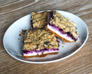 blueberry-streusel cheesecake bars