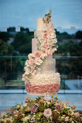 Wedding Cake - Photography by Sarah Vivienne
