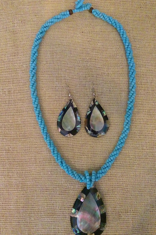 Juego de collar y arete de coral molido con madre perla y concha de abulón