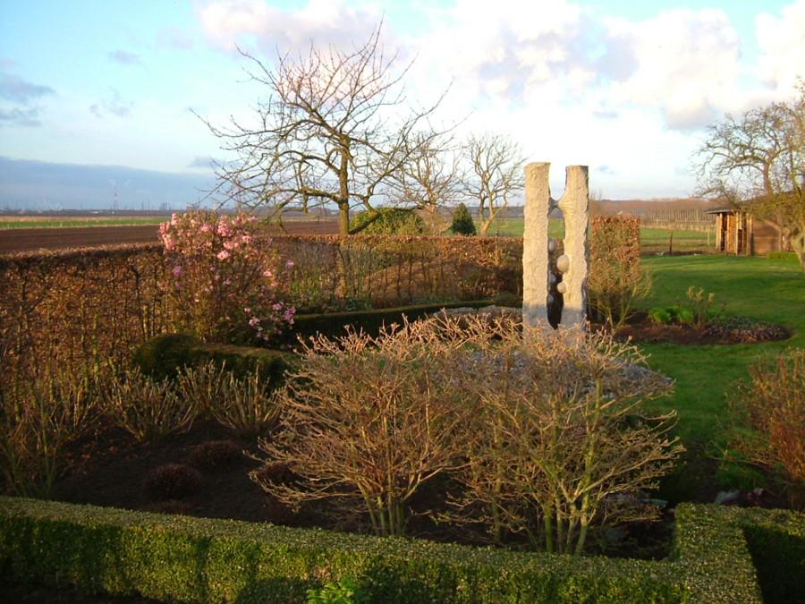 tuin met zicht op de polder