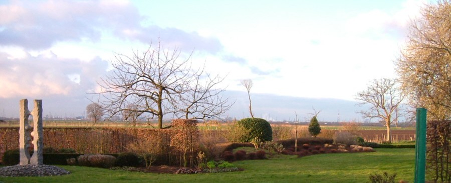 tuin met zicht op de polders