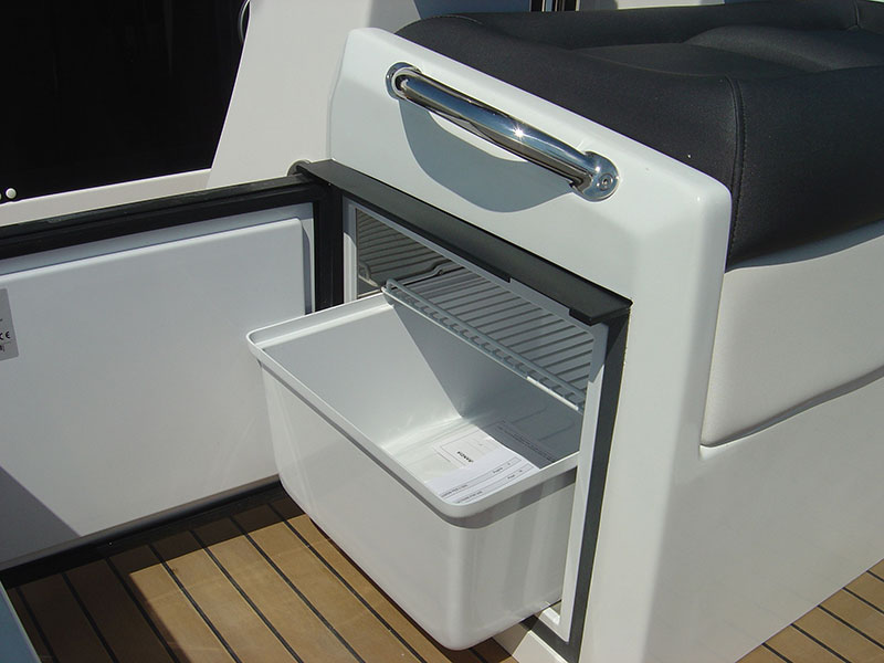 cabin-outboard-5