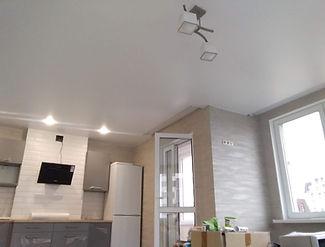 натяжные потолки в квартире студии.jpg