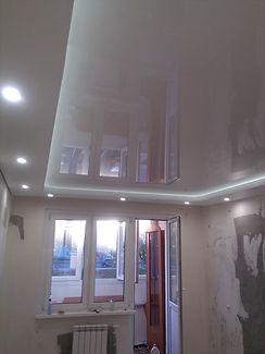 Двухуровневый натяжной потолок с подсветкой 17 м2