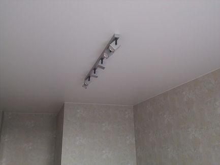 Натяжной потолок в комнате 17 м2
