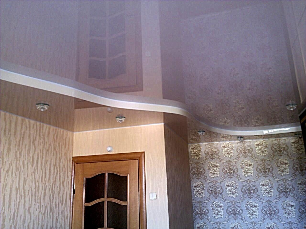 Двухуровневые натяжные потолки в квартире бежевые тона