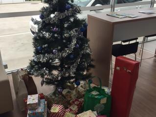 Cricks team spreads Christmas cheer