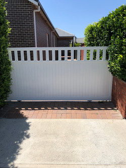 Aluminium sliding gate