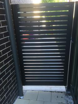 Slat side gate