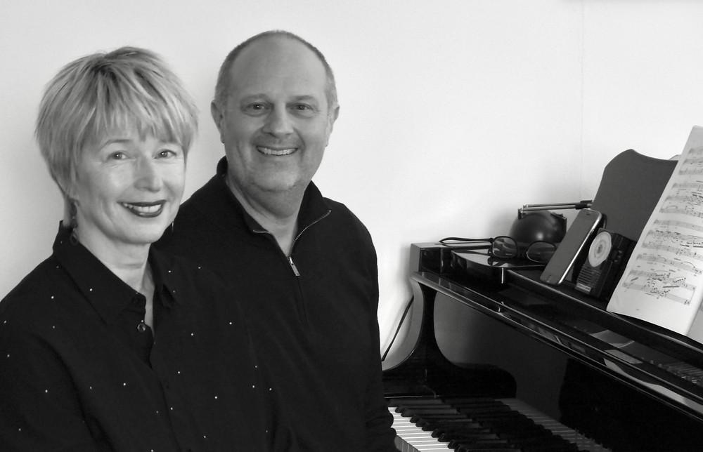 Janine van Elst en pianist Gilbert den Broeder