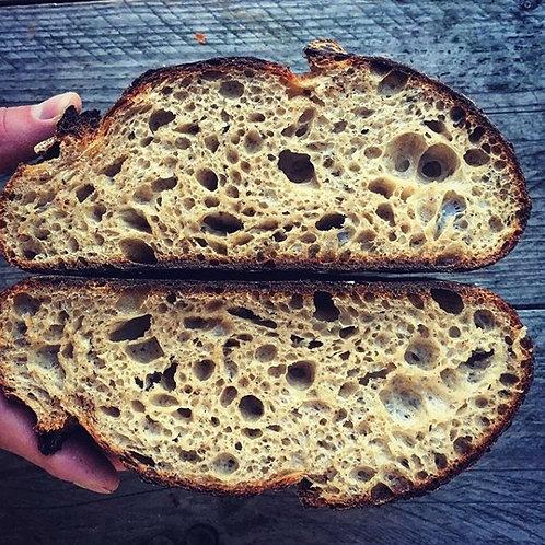 Doorgesneden zuurdesem boerenbrood