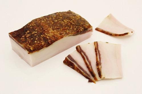 Lardo, gesneden plakken spek uit varkensrug