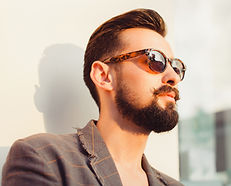 Мужчина в солнцезащитных очках, фото