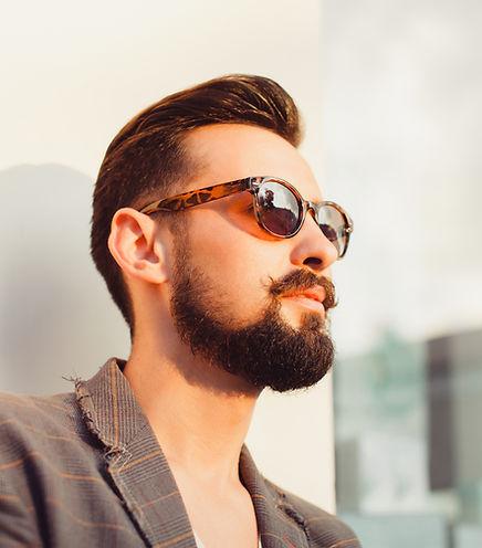 ひげを生やした男