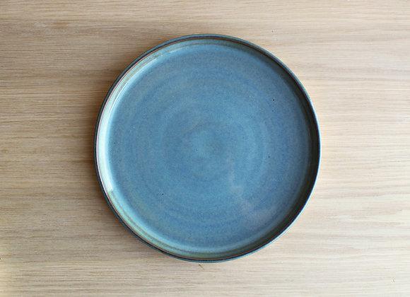 Blå tallerken i keramikk