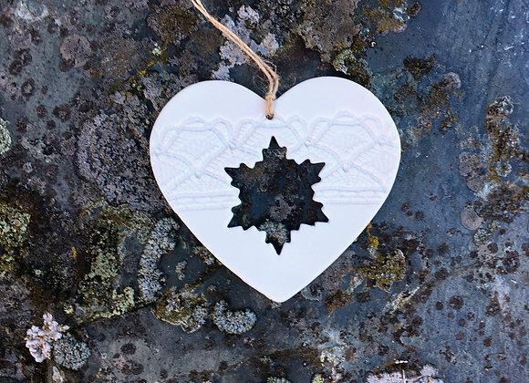 Hjerte med snøkrystall 9 cm