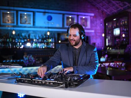 Como Investir de Forma Inteligente No DJ Da Sua Festa?