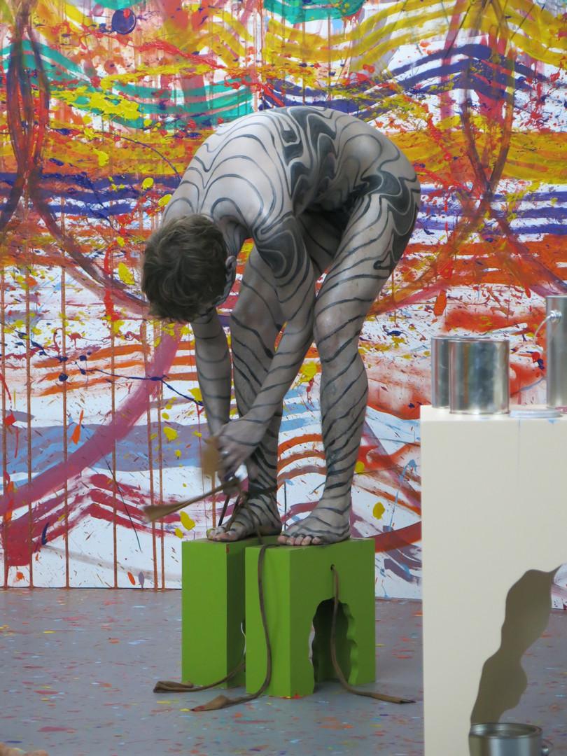 De l'humain appliqué aux règles transgressées de la peinture étendue à l'espace