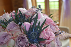 Mariage of English rose and Scotish thisle bridal bouquet