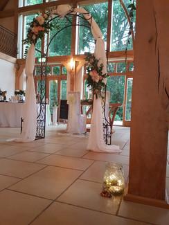 Modern diangle garden wedding arch flowersarch with drape