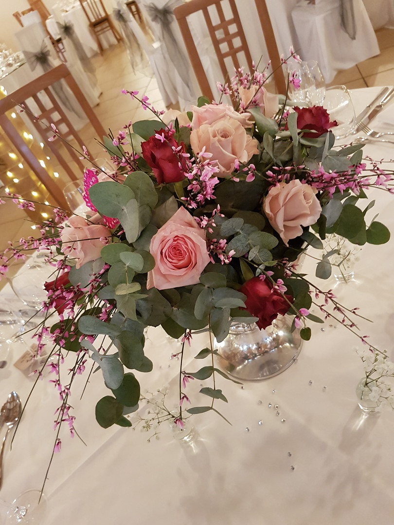 Pink rose wedding table centre