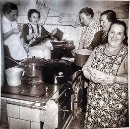 Eleonore Wachter in der der Küche im Gasthaus Wachter