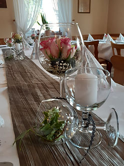 schöne Tischdekoration im Saal im Gasthaus Wachter Trosdorf