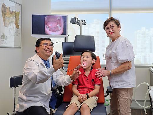 Euan-Clinic-throat-screening.jpg