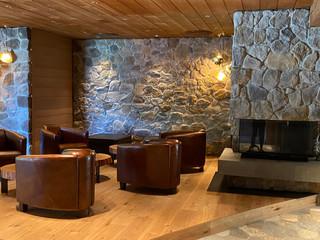die gemütliche Kamin-Lounge
