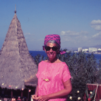 On vacation, Iris Apfel explores color and personifies verve.