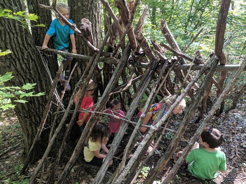 ashevillefarmstead-fortbreak-fortbuilding-sprouts-littlestlearners-forest-forestschool