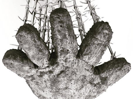 Distance / 2019 / Thread rods, barbed wire, Cotton glove covered with a cement / 45 x 30 x 40 cm / P