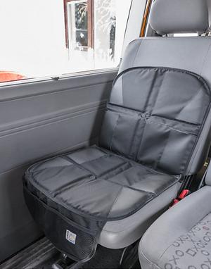 Mata ochronna pod fotelik i oparcie w samochodzie