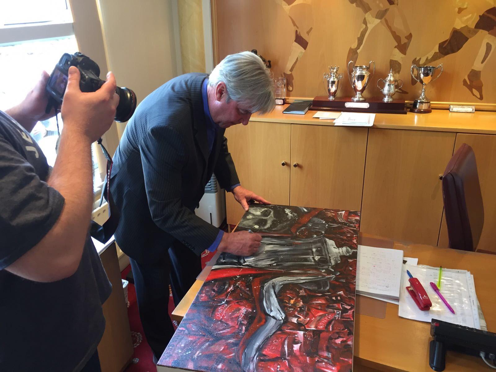 Martin Buchan signing