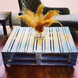 #upcycled #coffeetable #handpainted #distressed #furniture #british #summer #palletproject 🌞