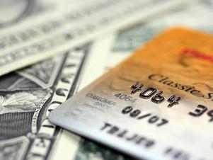 Moeda em espécie, cartão pré-pago ou cartão de crédito? Qual a melhor opção?