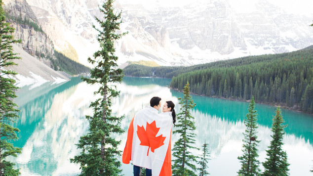 Moraine Lake Engagement Session: Amanda & Felipe