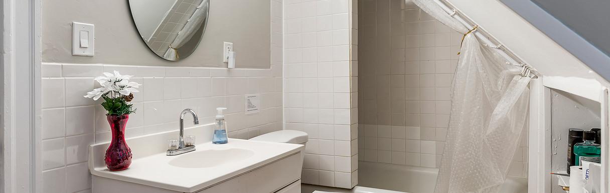 52 Irving St, Bathroom - Third Floor 50: