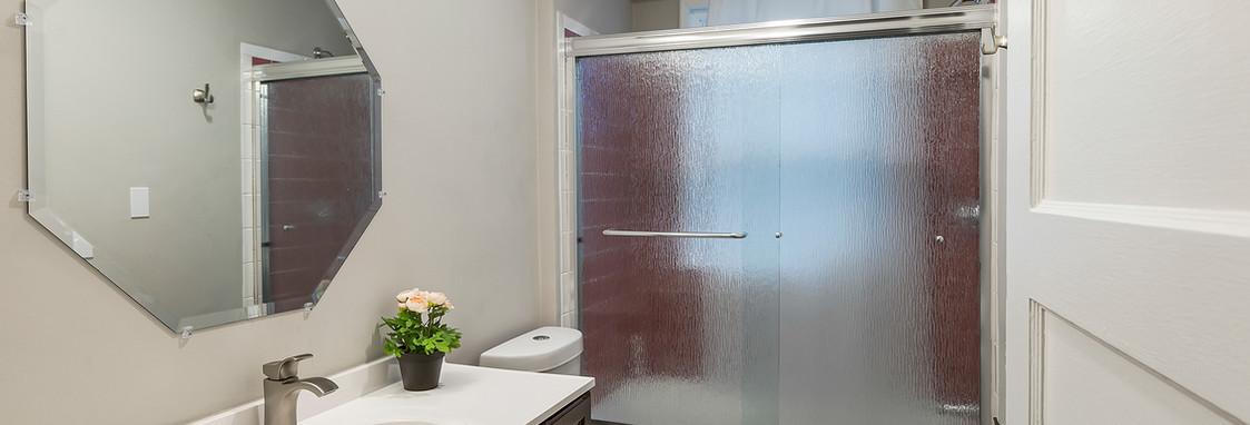52 Irving St, Unit 4 - Bathroom (I).jpg
