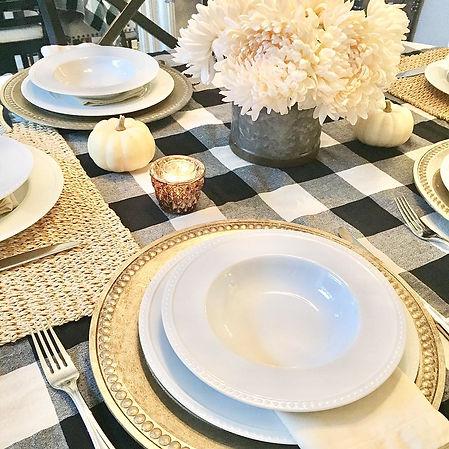 Fall farmhouse dining table decoration
