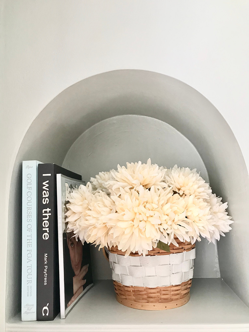 Built-ins shelf styling home decor books flowers
