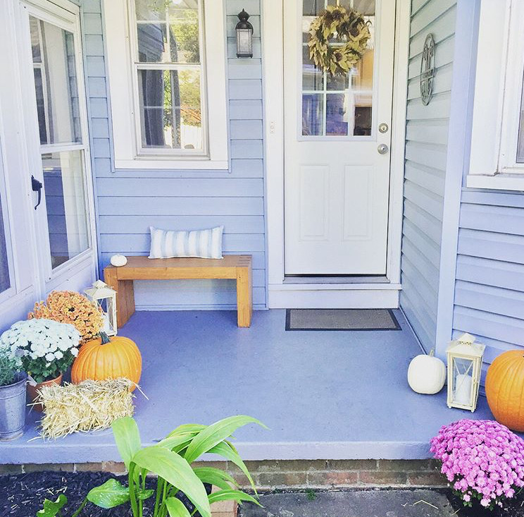 Porch fall decor with pumpkins and flowers