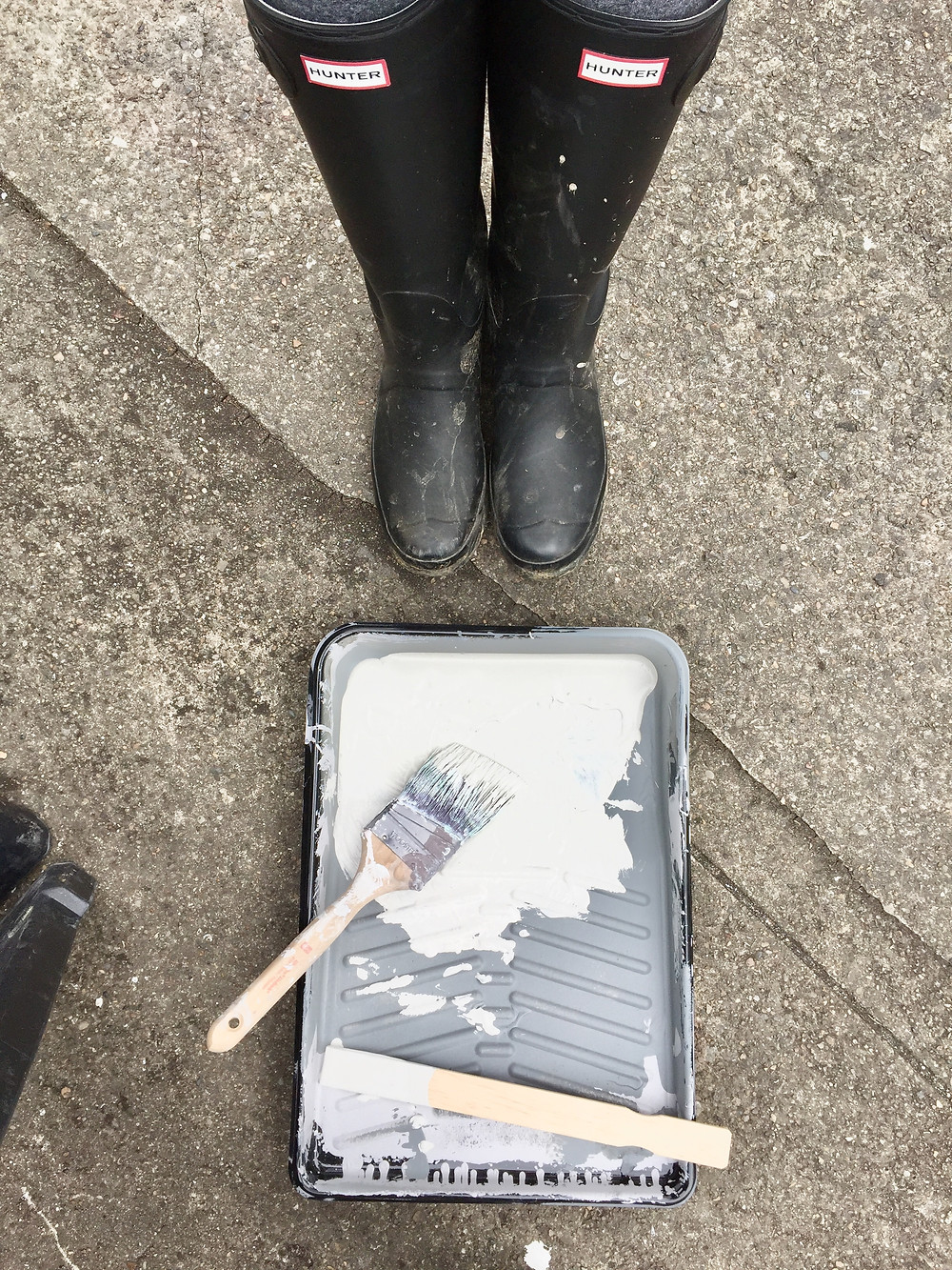 Hunter boots paint brush paint tray