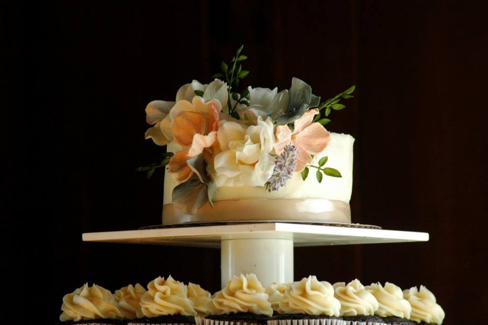 Rustic romantic wedding cake flowers cupcakes