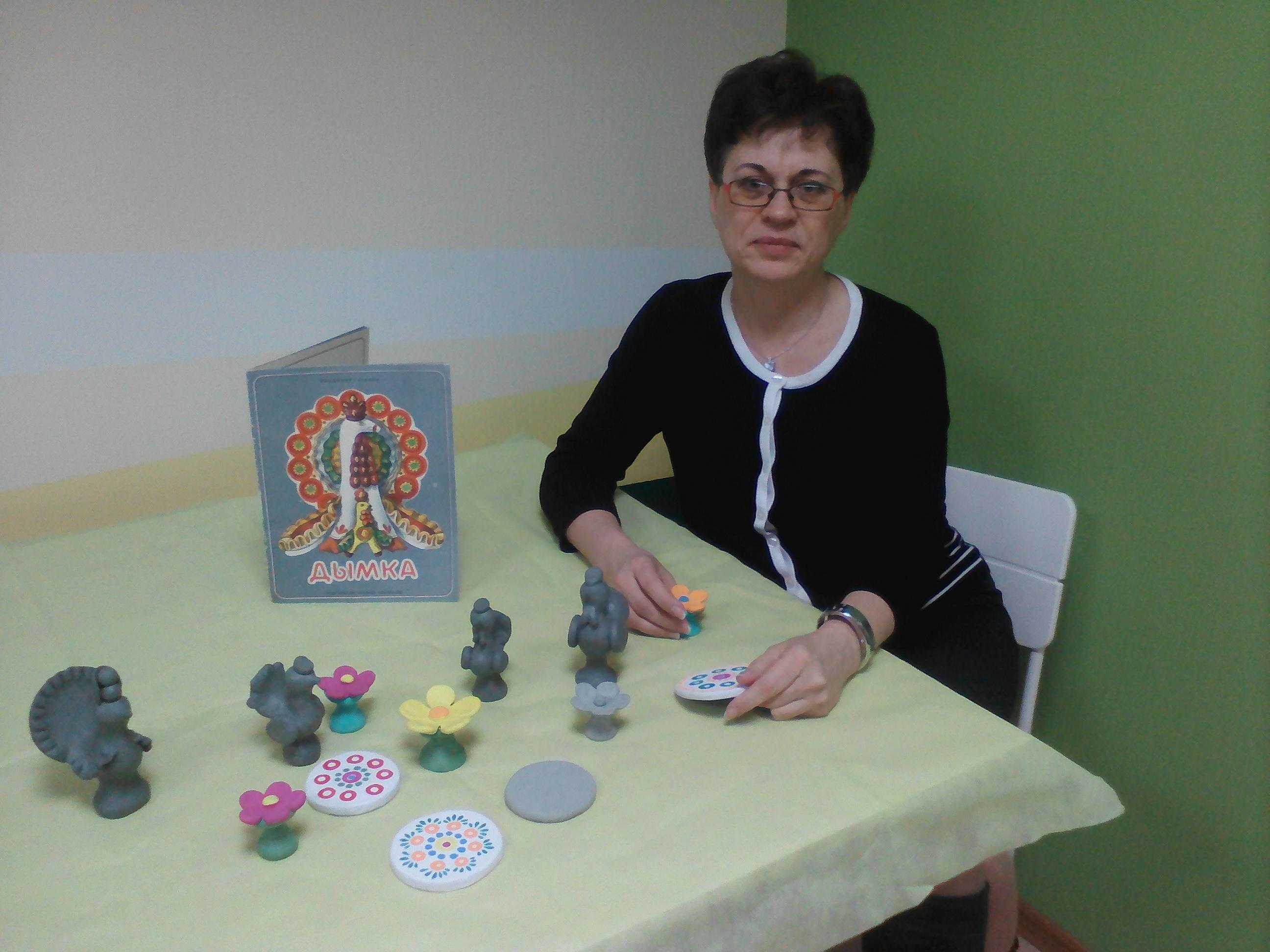Занятия в кружке Дымковской игрушки