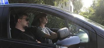 Pojazd nauki jazdy z instruktorem i kursantem